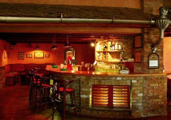 Eresz Étterem és Pub, Lajoskomárom